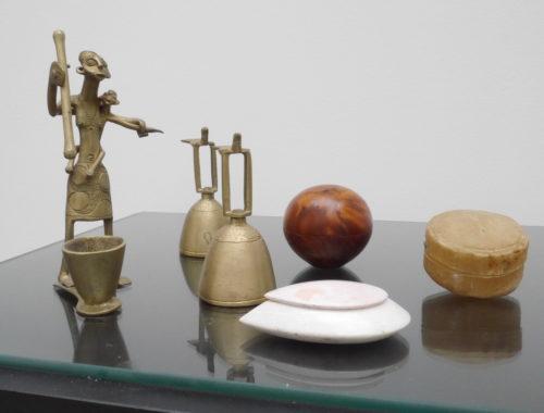 Bronzes, pierres, bois, peaux